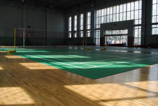 河北师范大学附属民族学院建实木地板篮球馆