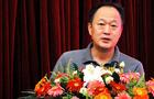 姜燕副主任就校服問題接受記者采訪