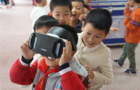 排长队体验VR 科技大篷车进重庆校园
