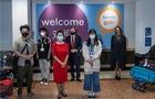 英国女王大学:首架承载中国留学生的包机安全抵达英国