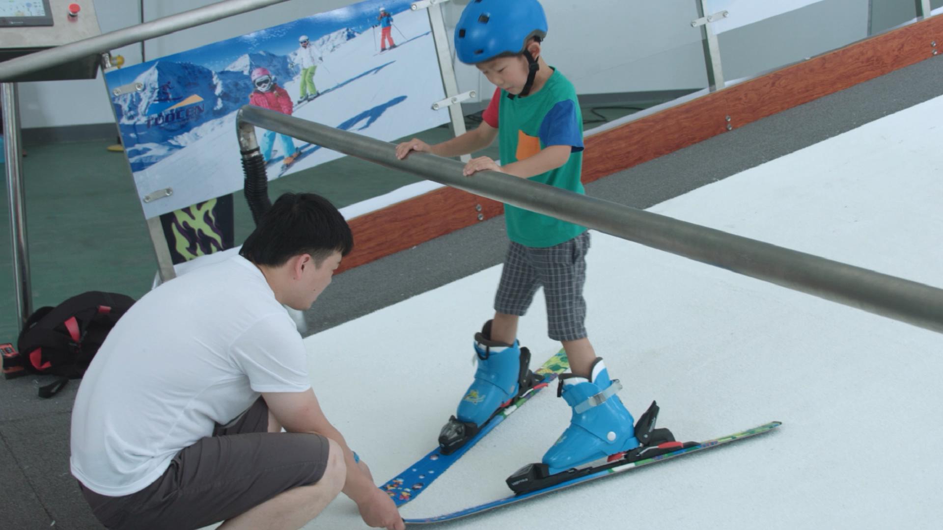 兒童滑雪體驗機 新疆室內滑雪模擬器 室內模擬滑雪機廠家