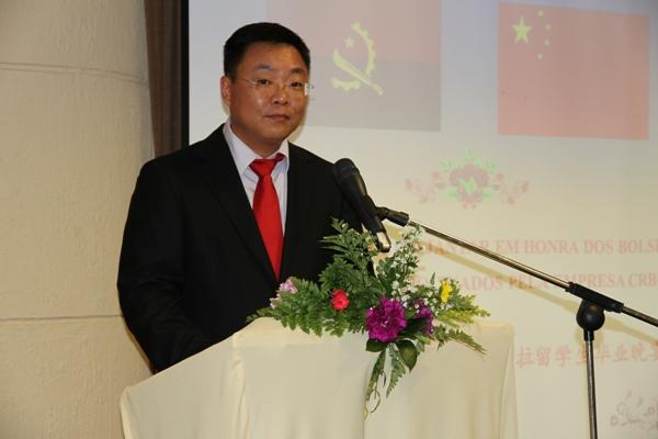 中国路桥为其资助的31名安哥拉留学生举行招待晚宴